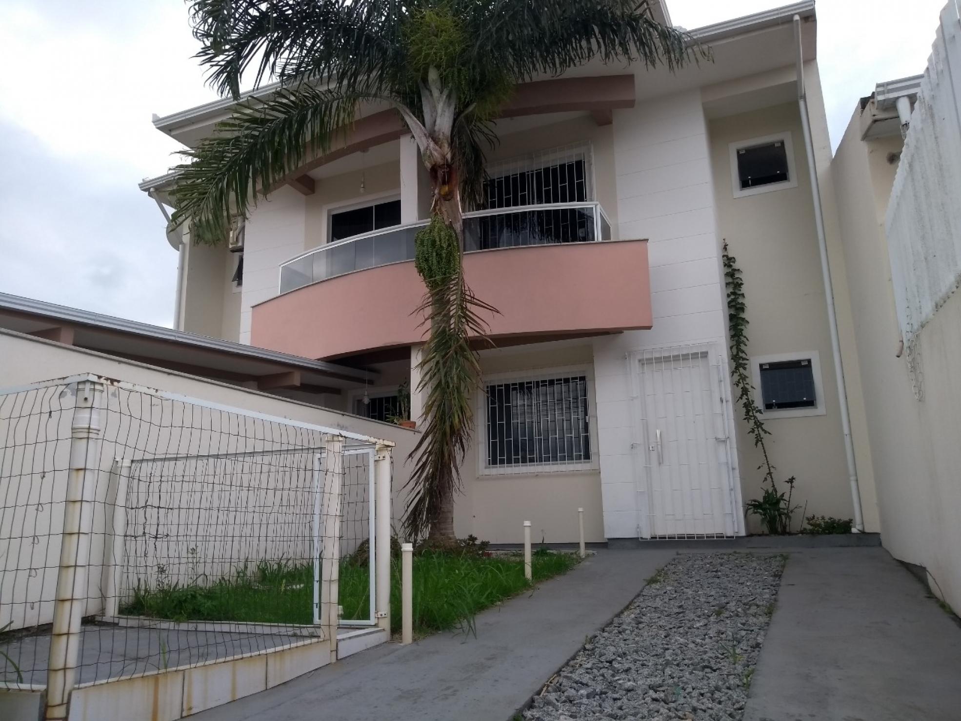 Sobrado no bairro Forquilhas em São José